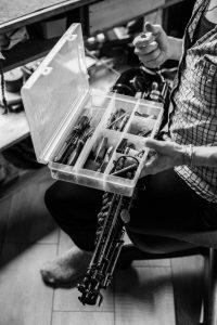 Remontage d'une clé de saxophone ténor
